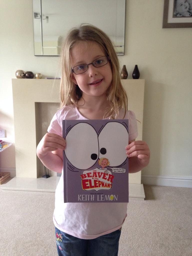 RT @addoefc: @lemontwittor please can my daughter have a retweet she's just got your book and can't wait to start reading http://t.co/VY66g…