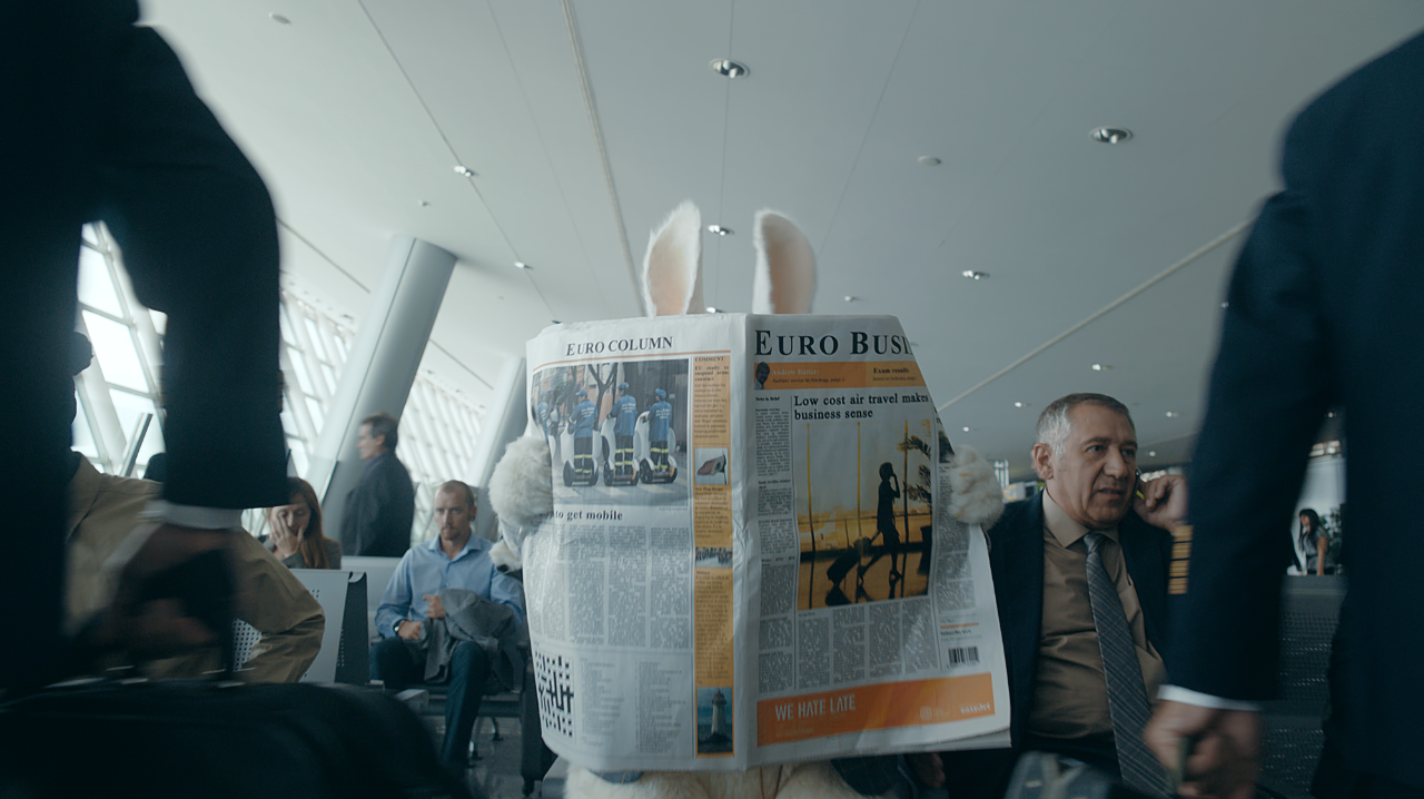 .@easyJet launched its 1st business travel TV ad campaign 'Business sense'. http://t.co/7i5g6J5EPp Best creative! http://t.co/vYE1foLAOJ