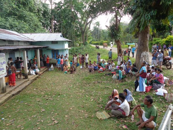 Just in. On-ground relief distribution photos from our partner Bakdil in Meghalaya #NEFloodRelief. 1/n http://t.co/qTUktY6pPV