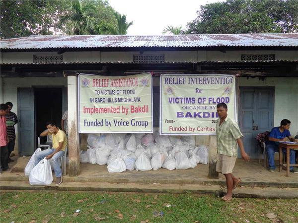 Just in. On-ground relief distribution photos from our partner Bakdil in Meghalaya #NEFloodRelief. 3/n http://t.co/bUKDcadVFr