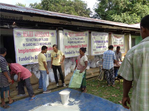Just in. On-ground relief distribution photos from our partner Bakdil in Meghalaya #NEFloodRelief. 6/n http://t.co/7pG75aE0Ef