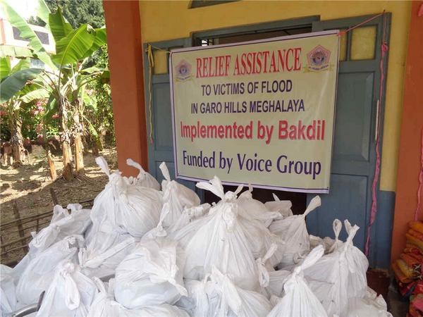 Just in. On-ground relief distribution photos from our partner Bakdil in Meghalaya #NEFloodRelief. 7/n http://t.co/AB3haGXOkB