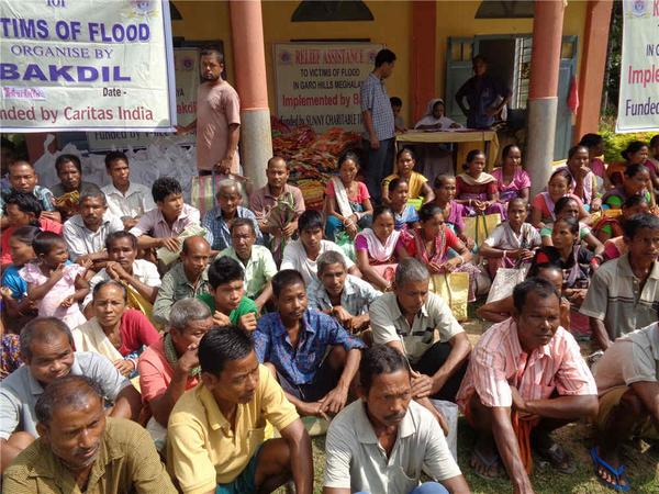 Just in. On-ground relief distribution photos from our partner Bakdil in Meghalaya #NEFloodRelief. 8/n http://t.co/L2Y9U8t8mE