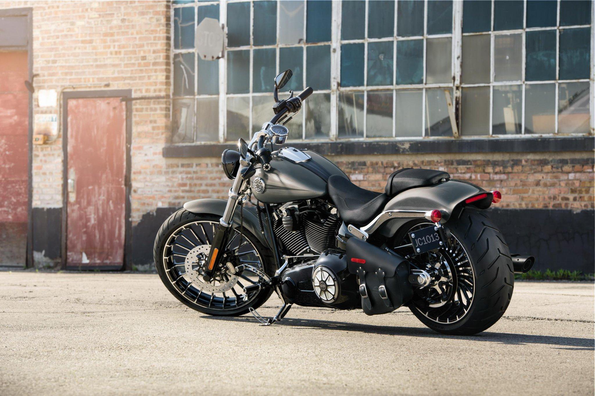 Harley Davidson Breakout  Test Deutsch