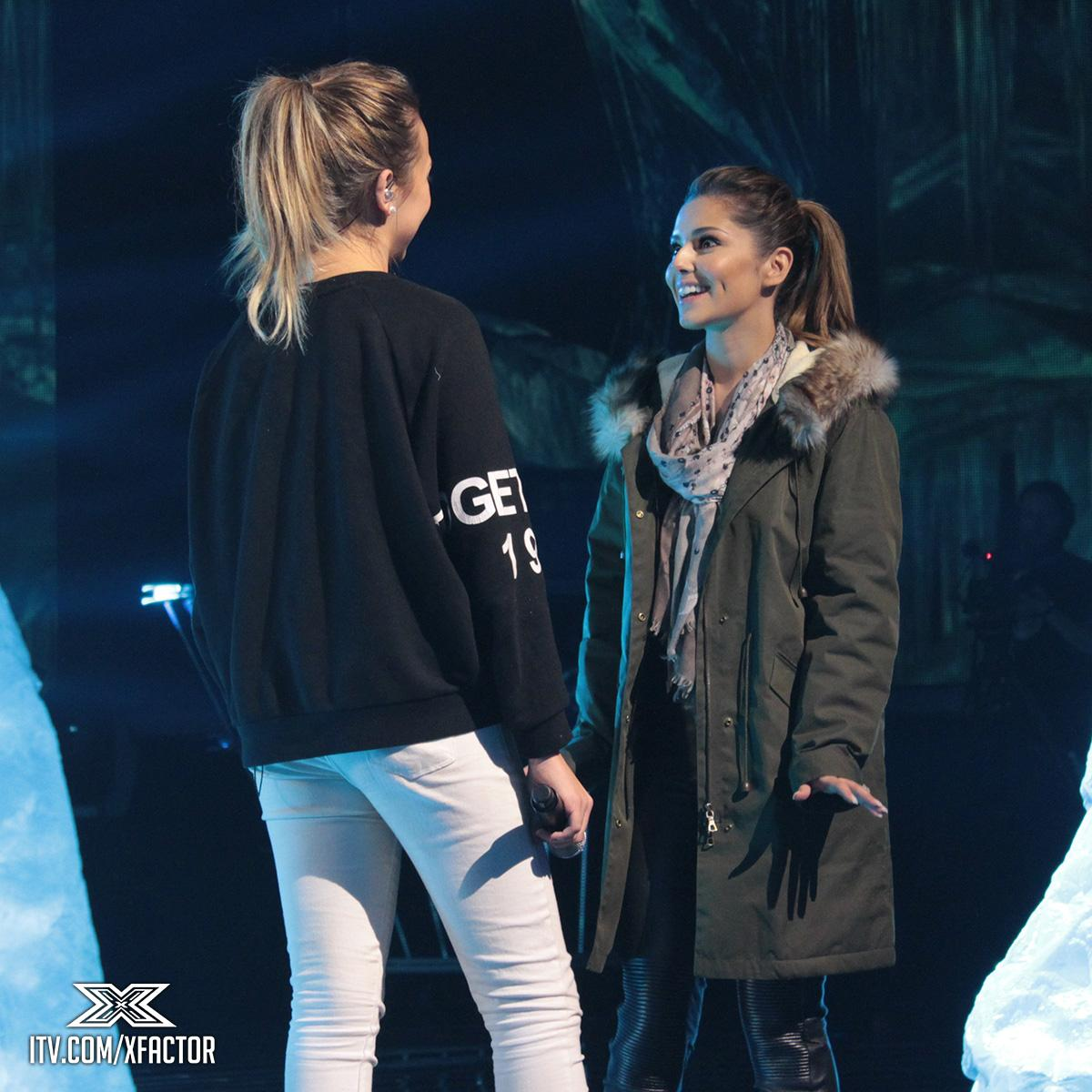 It's all smiles onstage in #XFactorRehearsals with @CherylOfficial and her Girl @laurenplatt7 💙 http://t.co/aE6GV1S0dt