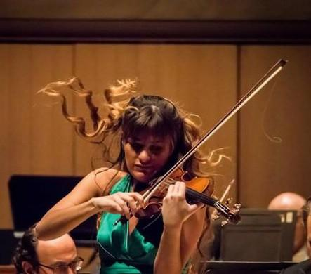 RT @NickyBenedetti: Loosing bow hairs n all.. With @torontosymphony performing Shostakovich http://t.co/DllO9AoJKS