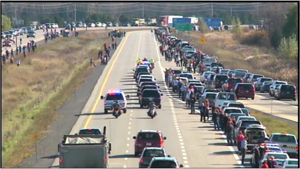 Cars along the side of the Highway of Heroes in a show of respect for #CplNathanCirillo #Ottawa  http://t.co/BRulAUkbfW via @GoWithItJam