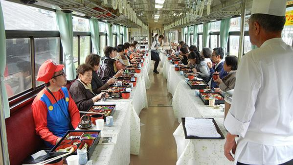 色んなきのこが食べられる、きのこ列車の旅(住正徳) http://t.co/JIhac2UMfD http://t.co/0yr8ymsQCY