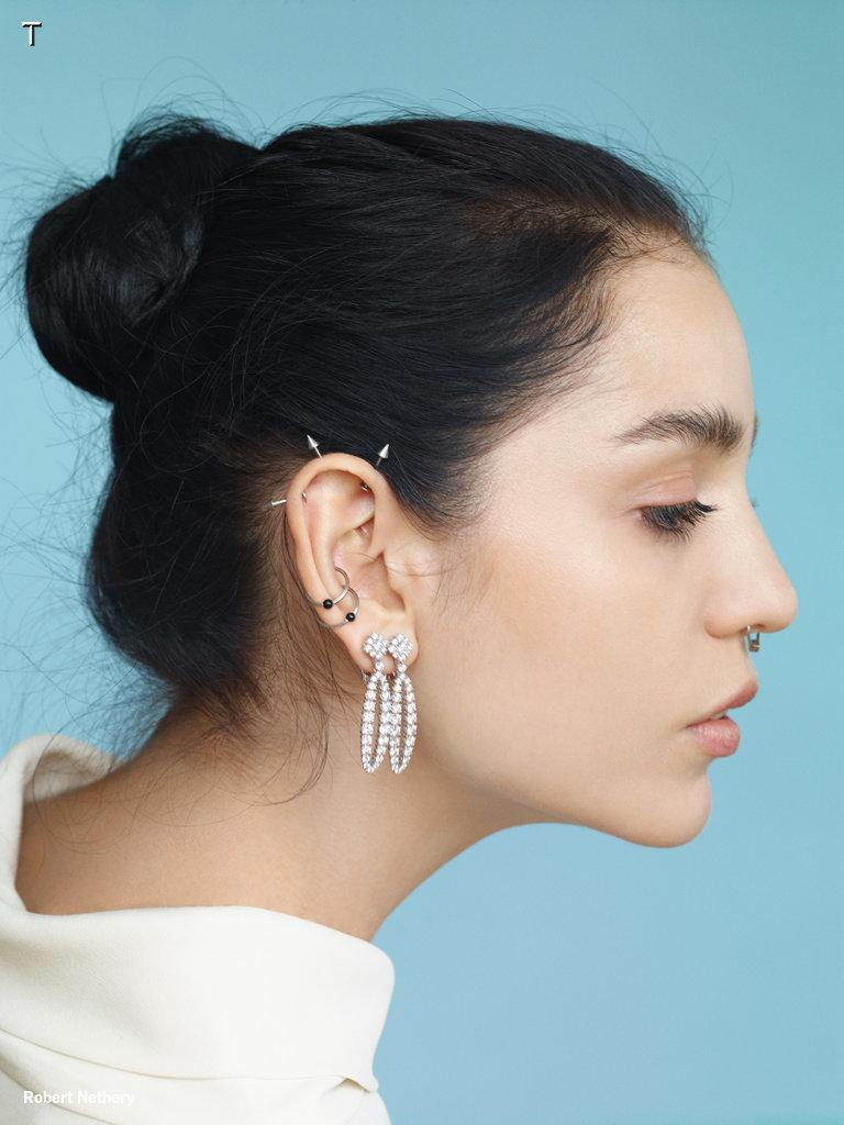 Piercing new ways to wear diamond drop earrings @Chopard http://t.co/mSZKMWXPb1 http://t.co/UwiohaRXIZ
