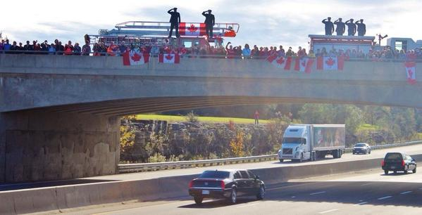 There is something so chilling and beautiful about the #highwayofheroes coming to life on Twitter (pic @Newsroom01) http://t.co/LoJofFpebB