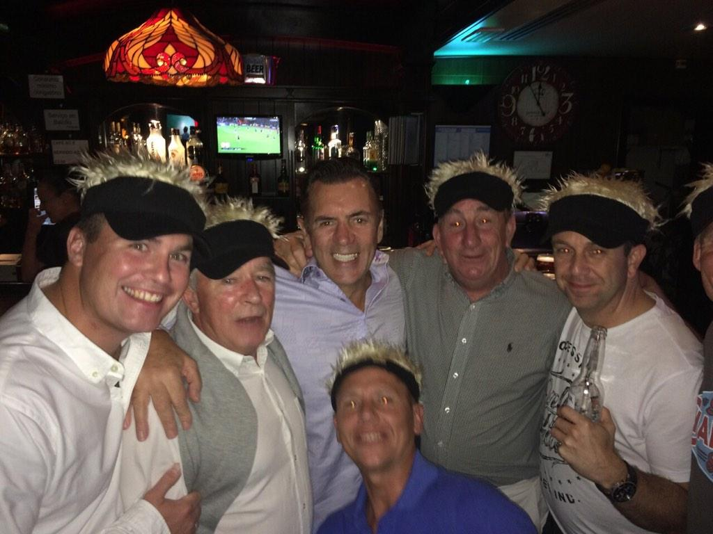 RT @WozzaThomas: Great to meet @DuncanBannatyne in Villamoura whilst rather drunk wearing silly @IanJamesPoulter hats!! Great photo!! http:…
