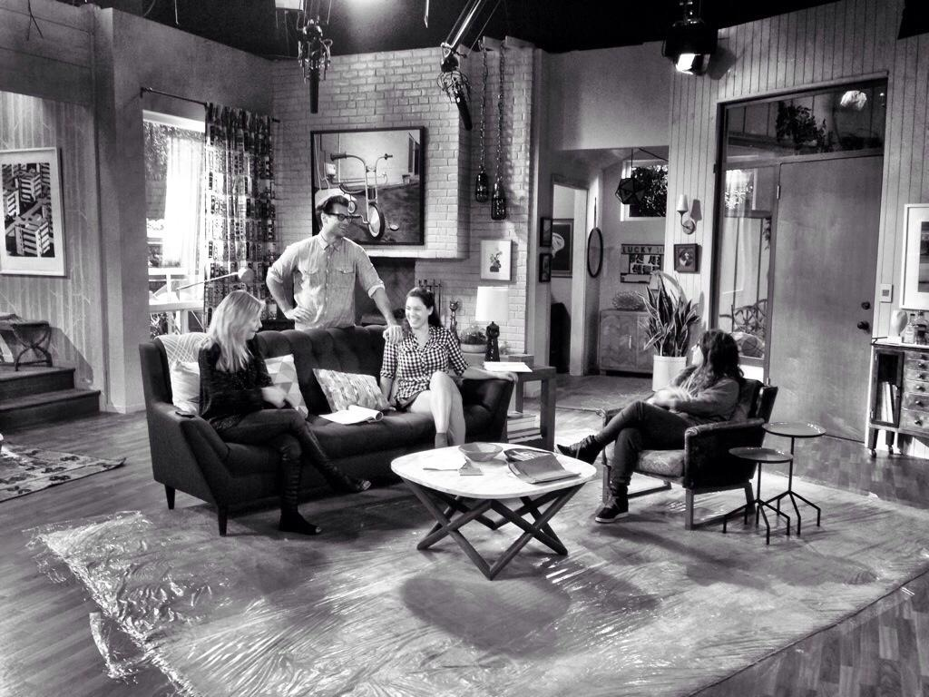 RT @TheRebeccaCorry: If it were 1951. 🎥 @HappyElishas @IAMKELLYBROOK @NICKZANO #NBC #OneBigHappy http://t.co/28NdUYfg9s