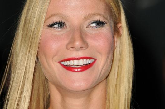 Gwyneth Paltrow is way better at being single than you: http://t.co/zk1osgIEA3 http://t.co/8kd3lHGAA4