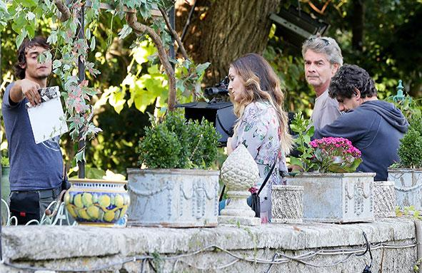 Did you see the pics of SJP filming this week? http://t.co/KE6XcBWBjg http://t.co/QvUyuFwB3U