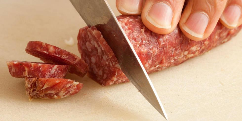 The effed up reason this man chopped off his (small) penis: http://t.co/CHCrgUIvTX http://t.co/6oi0j7yNIh