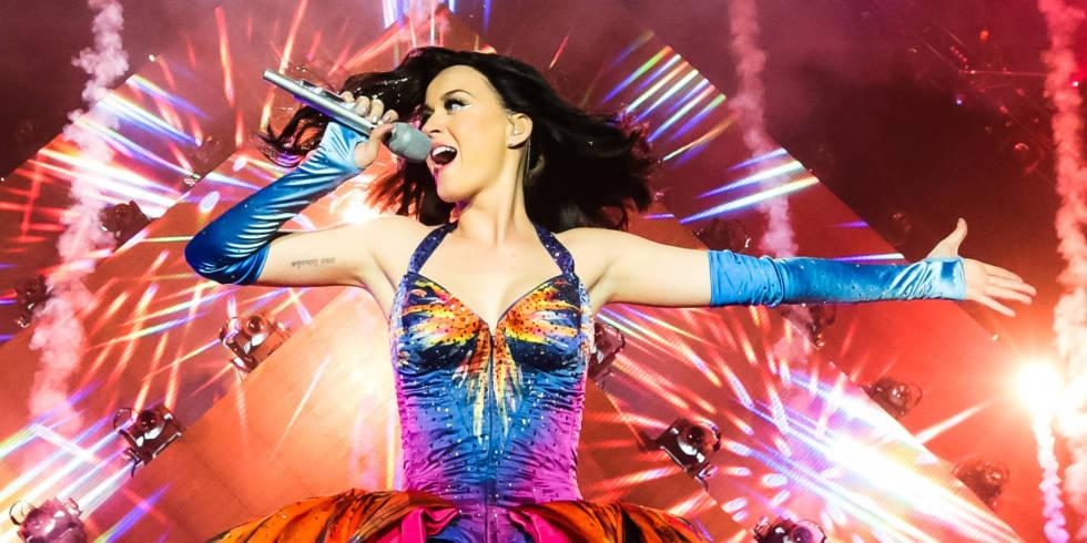 The amazing @katyperry turns 30 this weekend 🎉🎉🎉 here are 30 of her best ever outfits http://t.co/S5T03Kxvjq http://t.co/B9vqMB9WDl