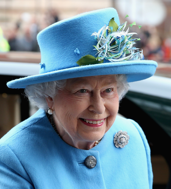 ICYMI: Queen Elizabeth sends her first Tweet and signs it in the CUTEST way possible. http://t.co/FaIUtbk17L http://t.co/BNSuYwrgoS
