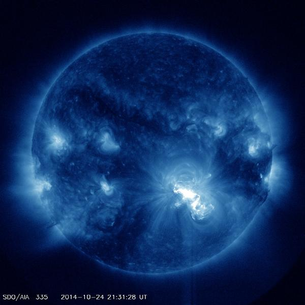 Largest spot in 2 cycles gives at least 6th largest flare of this cycle. X flare at X3.1 underway http://t.co/Isl7bJRJ8t