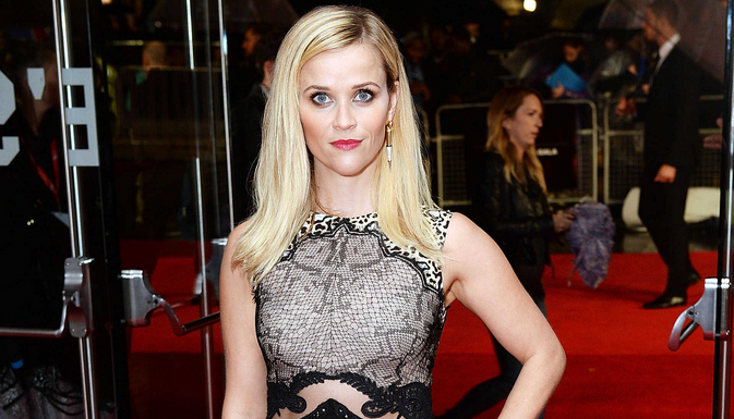 Reese Witherspoon in snake print @StellaMcCartney at the 'Wild' premiere in London: http://t.co/cOsMVEP3qK http://t.co/MCeIBsjbEg