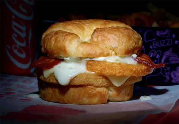 If hash browns & chicken on a croissant is wrong, I don't wanna be right. Try my Chick-n-Tater Melt Munchie Meal. http://t.co/vomzDxheuV