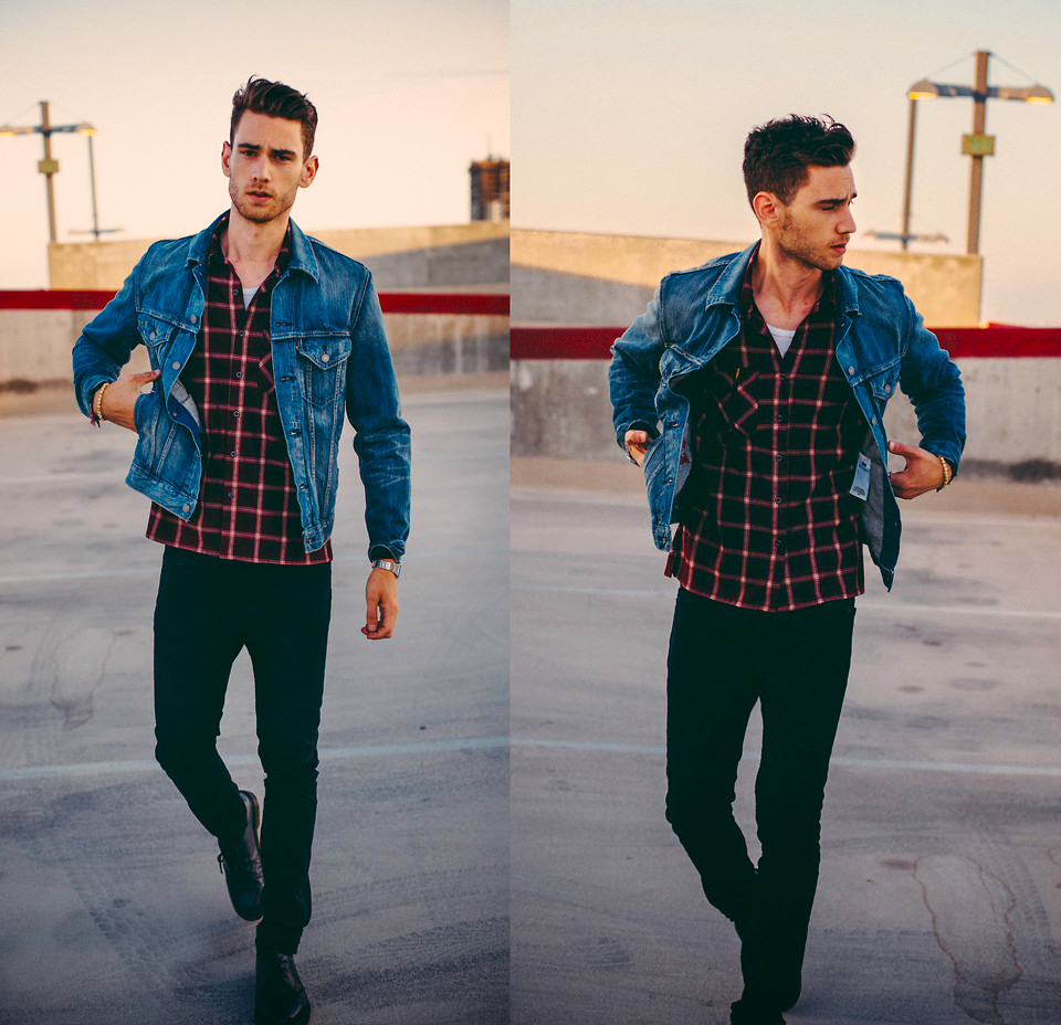 RT @LOOKBOOK: The @Levis slim-fit denim jacket adds a rugged charm to @SyntheticPrince's look. #LiveinLevis http://t.co/ppHuM81pUk http://t…