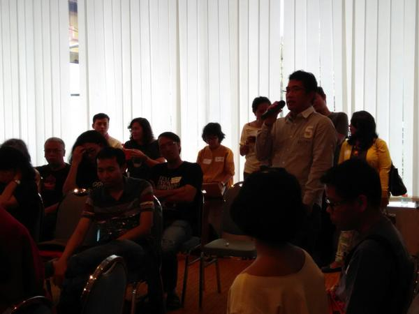 Tentang copy paste dan pembinaan blogger muda oleh trimaskenthir @imanbr @ndorokakung dan @mbilung #KumpulBlogger http://t.co/DASRvvMgDG