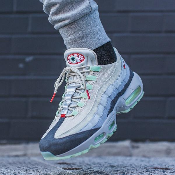 brand new a8ee2 fad76 ... shopping sneaker shouts on twitter on foot look at the nike air max 95  halloween dropping