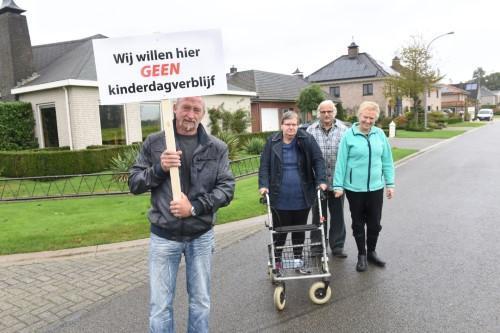 Arm Vlaanderen. http://t.co/FtPzUMJcUZ http://t.co/8AsvlWWFua