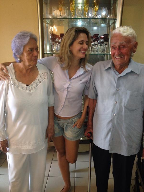 Eles vão fazer PRONATEC ou SENAI Minha mãe com 79 e meu pai com 99. Vou seguir o conselho Dilma #Aecio45PeloBrasil http://t.co/P13ED4AA8H