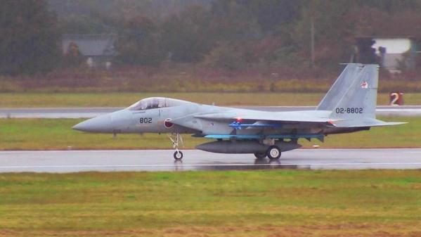 いよいよ、明日は航空観閲式です。本番前に先日の訓練の様子をいくつかご紹介します。まずは地上滑走の3機。普段あまり見ることのできないの「青いモノ」がついてます。 pic.twitter.com/0dRQeMNzKO