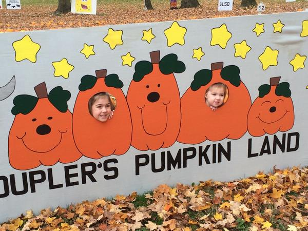 At the pumpkin patch with @abbeyroy http://t.co/GxXLQn4PPA