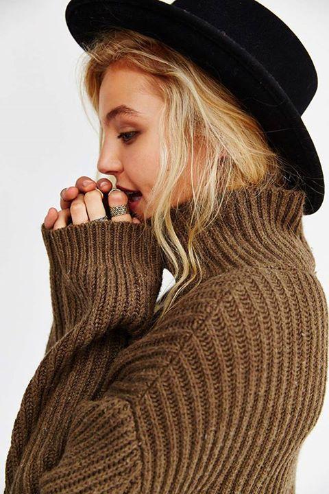 Hat + oversized sweater = lazy Saturday looks. http://t.co/LDT6PcH5fb http://t.co/hp5TkubNxT