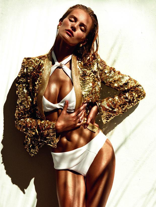 Descubre, en #modapedia, quién es Edita Vilkeviciute, #covergirl de Vogue noviembre. http://t.co/HeI3oBO5bd http://t.co/BaqxSNThdp