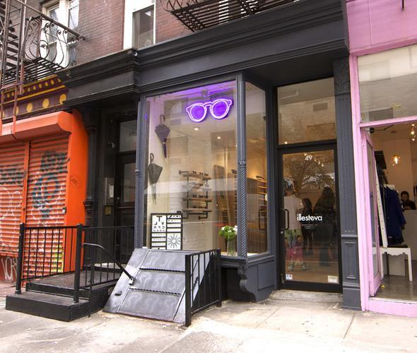 That feeling you get when one of your favorite brands opens a store in New York: http://t.co/qFKyQEKrNl http://t.co/VqKtEcygcG