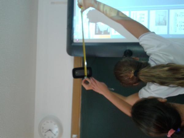 TECNOLOGIA2º: Tomando medidas para realizar las vistas de objetos de nuestra clase.#auseva #compostelaenruta http://t.co/nEEFAiuxt6