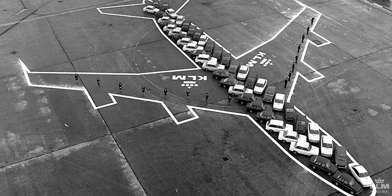 That's pretty cool RT @KLM: 46 DAF cars had to illustrate how big a Boeing 747 actually was: http://t.co/0IFwR2drkl http://t.co/n7c850bjr9