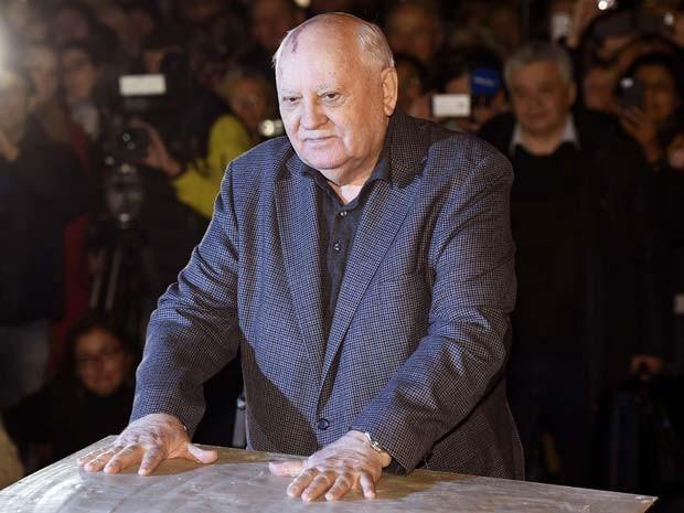 """Ex-líder soviético alerta para risco de """"nova Guerra Fria"""""""