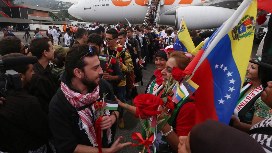 @marcorubio @soyfdelrincon AUXILIO¡ SOS Ya están en Venezuela los 'estudiantes' palestinos http://t.co/YCU93fCjnM http://t.co/wswNf7dcuU -