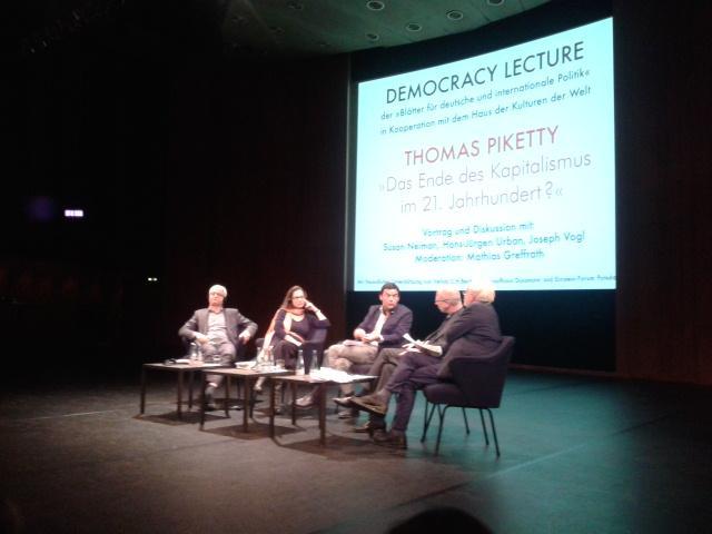 """#piketty: """"Wir müssen Europa demokratisieren, wir brauchen eine stärkere politische und fiskalische Union"""" #demolec14 http://t.co/8lskW8bgoQ"""