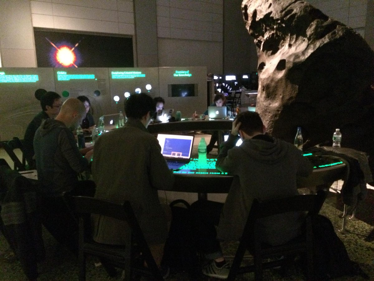 Working in the shadow of The Willamette Meteorite at @AMNH.🌌 #HackTheUniverse http://t.co/VRYn1RnsIJ