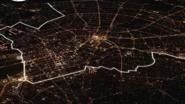 8000 lights used as a tribute to the fall of the Berlin Wall. http://t.co/nQ6wMOIJZM