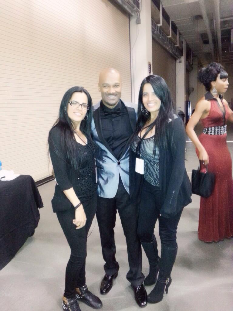 @BigTiggerShow @jessyjess1175 sis & I! So great meeting you handsome!! #SoulTrainAwards http://t.co/6Bf69RVn3J