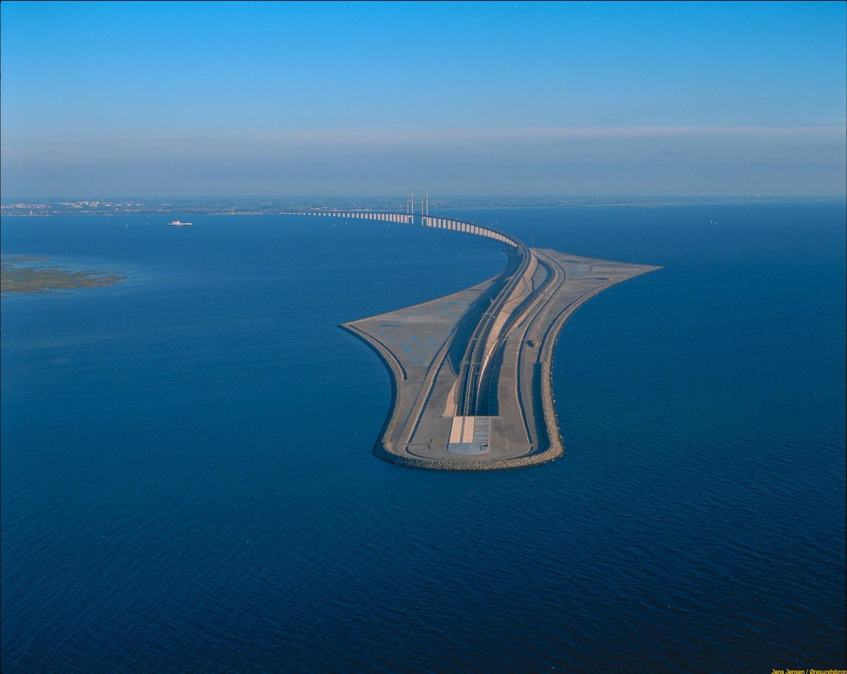 The Øresund bridge connecting Sweden with Denmark ends in a rather dramatic way - from over water to under water. http://t.co/g0mikLSobY