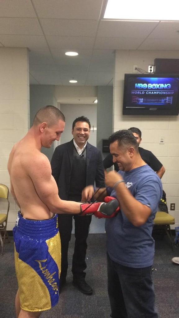 4568921 additionally 12famous Boxing Fans additionally Watch Mitt Romney Fight Two Luchadores While Dressed As Nacho Libre further Mario Lopez further Oscardelahoya. on oscar de la hoya mario lopez fight in the ring