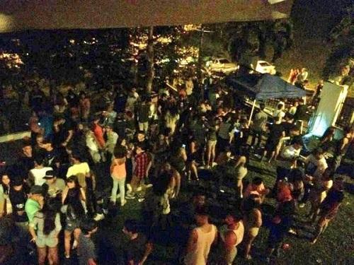 Al garete fiesta en residencia privada convocada por adolescentes en Twitter. http://t.co/wPk4gDSbQX #N7 http://t.co/gIFEeTvQD7