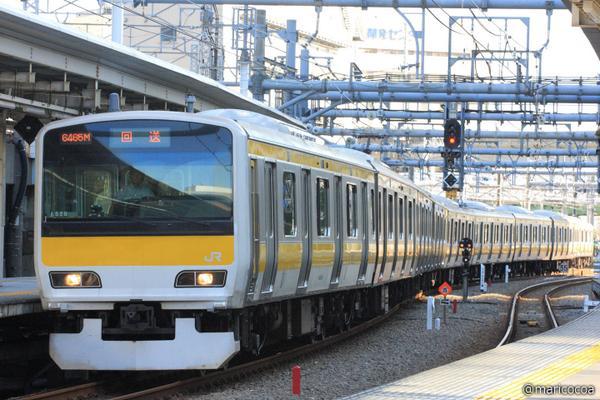 先ほど中央・総武緩行線E231-500八ミツA520編成(旧山手線東トウ520編成)が東京総合車両センターから出場しました。ドア上には2つ液晶モニタがあり、座席は山手線時代の物と変わっていません。 pic.twitter.com/MdWTDVoRyK