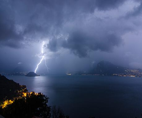 Photograph of the week: Lightning bolt over Bellagio  http://t.co/VSPYLWBfaz http://t.co/K8EZp2HYvS