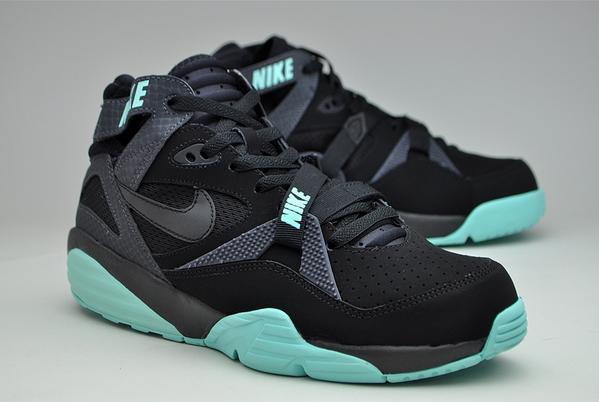 reputable site 4b4e6 3b07c MoreSneakers.com on Twitter: