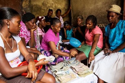 RT @AFD_France: Les #femmes assurent 66% du travail mondial et ne perçoivent que 10 % des revenus http://t.co/BIKVYu4kzC #Inégalités http:/…