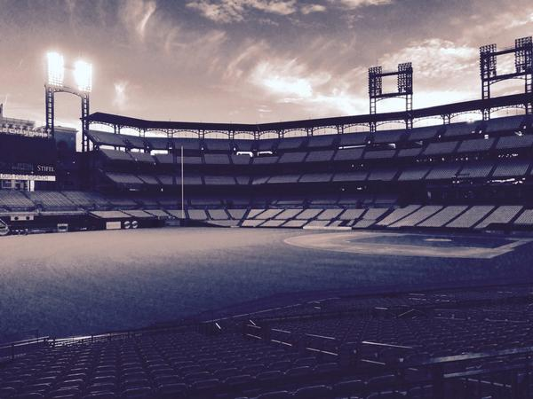 Cardinals leave right field light on to honor Oscar Taveras
